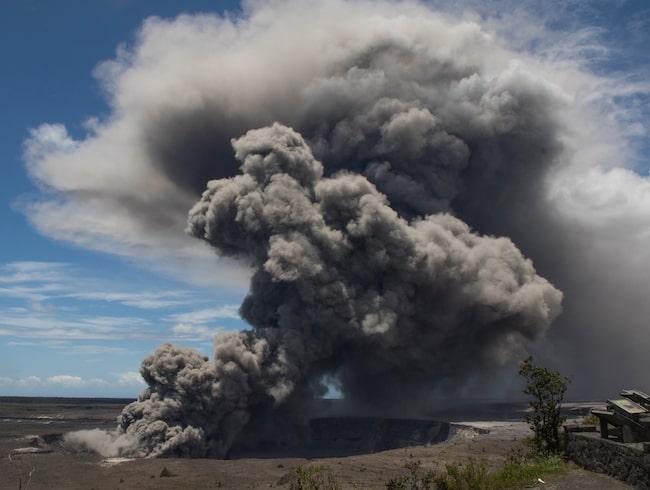 Askmolnen från vulkanen sträckte sig drygt nio kilometer upp i luften i mitten av maj.