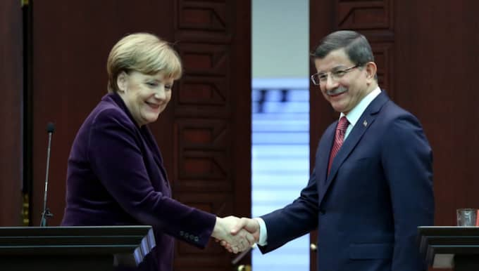Angela Merkel träffade på måndagen den turkiske premiärministern Ahmet Davutoglu. Foto: Stringer / Epa / Tt