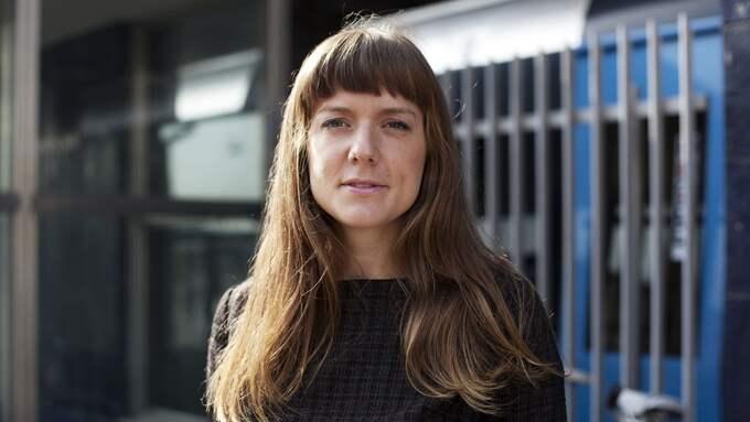 "SKREV OM SIN UPPVÄXT. Tove Folkesson gav 2014 ut romanen ""Kalmars jägarinnor"", som snart blir film. Foto: SOFIA RUNARSDOTTER"