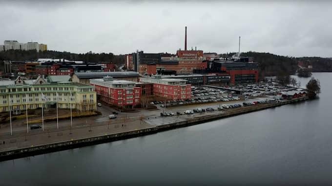 Astra Zenecas anläggning i Södertälje har utrymts och räddningstjänsten befarar att extremt farlig vätska kan läcka. Foto: Fredrik Sjöshult