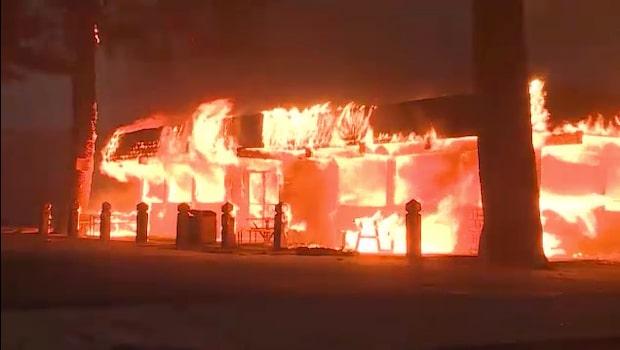 Stjärnorna flyr skogsbränderna i Kalifornien