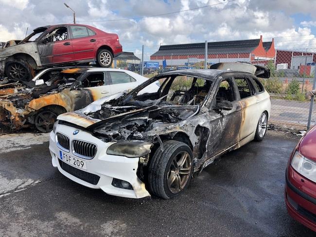 Familjen Löfgrens tre år gamla BMW började ryka, sedan spred sig elden snabbt.