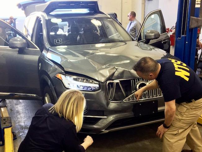 Den amerikanska myndigheten för trafiksäkerhet undersöker Uber-Volvon som körde ihjäl en kvinna i Arizona.