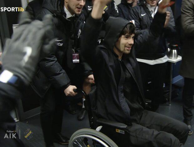 Varma bilderna - Nyholm firar derbyseger med AIK