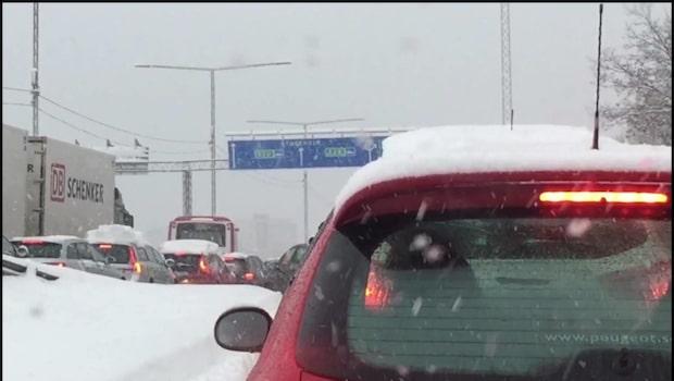 """Dubbdäcksregeln en """"trafikfara"""" - snö i väderprognosen"""