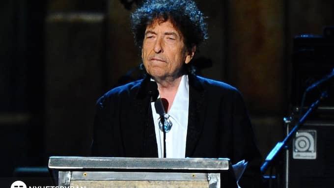 Bob Dylan fick Nobelpriset 2016. I veckan skickade han in sin Nobelföreläsning, vilket gör att han kan få prispengarna. Foto: VINCE BUCCI / AP TT NYHETSBYRÅN