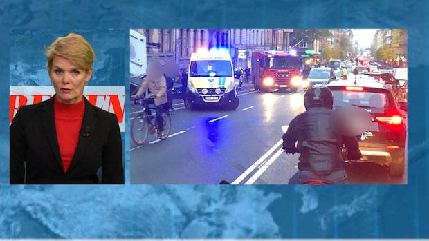Tre till sjukhus efter att bil kört in i husfasad i Stockholm