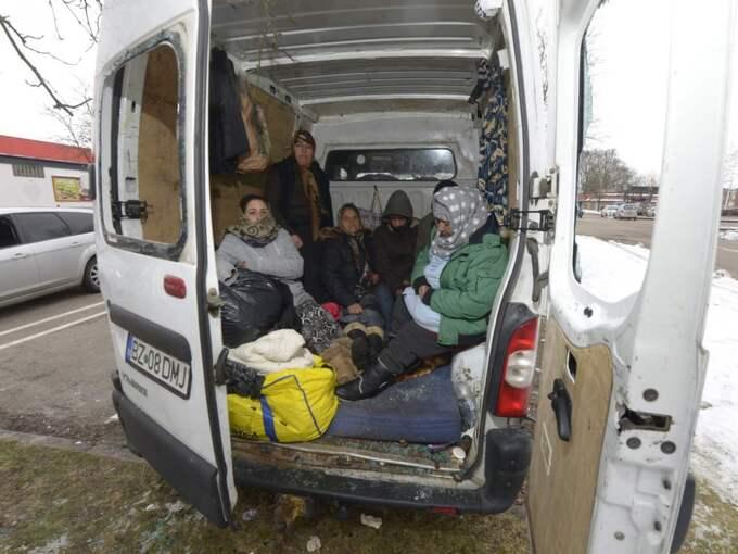Rutorna är krossade till bussen där EU-migranterna tillbringar de kalla vinternätterna. Foto: STEFAN LINDBLOM