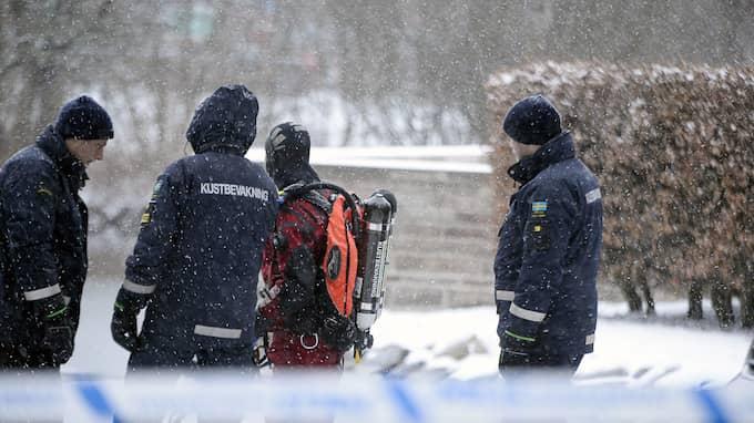 Efter mordförsöket sökte polisen i en damm i närheten. Foto: FRITZ SCHIBLI