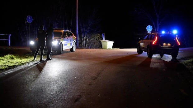 Anhörig till polis blev attackerad –bil slogs sönder
