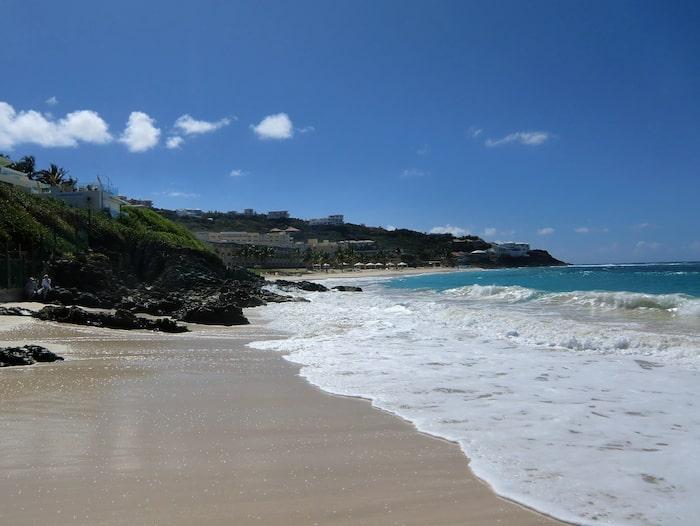 Väljer du att åka till en strand i Karibien släpps det ut 1 241 kilogram koldioxid jämfört med ynka tre kilogram koldioxid om du i stället åker till den snarlika stranden i Stenshuvud.