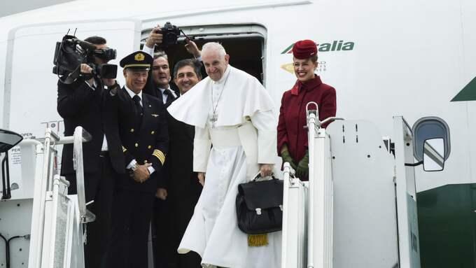 Påven lämnar Sverige. Foto: Jens Christian / EXPRESSEN/KVÄLLSPOSTEN