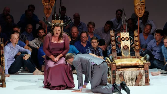 Violeta Urmana och Joseph Kaiser i Oedipus Rex. Foto: Arne Hyckenberg