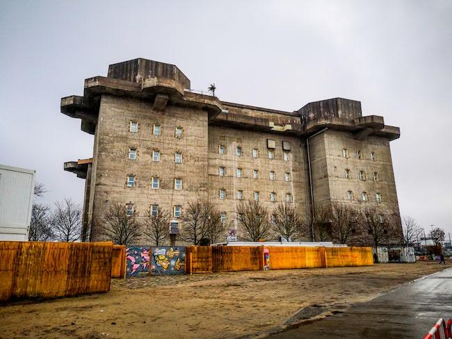 Bunkern från 1942, ligger precis intill fotbollstadion i Sankt Pauli, Hamburg.