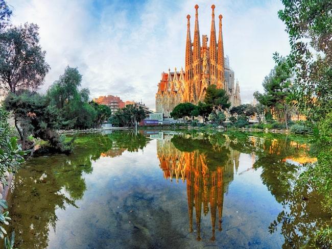 Den kända Sagrada Familia – en av Antoni Gaudís många verk i Barcelona.