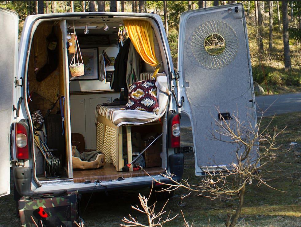 Kolla in i husbilen där Alice, 22, bor