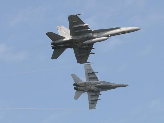 Två piloter inom amerikanska försvaret har straffats för att has uppträtt omoget (planen på bilden har inget med själva händelsen att göra).
