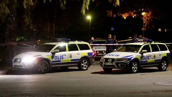 Fredagskvällen den 27 oktober larmades polis och ambulans till ett radhus i Södertälje. Där hittades en man i 70-årsåldern död – ihjälslagen med ett tillhygge. En runt 30 år yngre man greps och anhölls samma natt. Foto: Janne Åkesson/Swepix