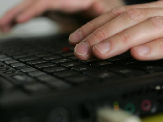 När ett av fallen avslöjades, hittade polisen en stor mängd andra konversationen i den 22-årige mannens dator Foto: Fredrik Sandberg / Scanpix