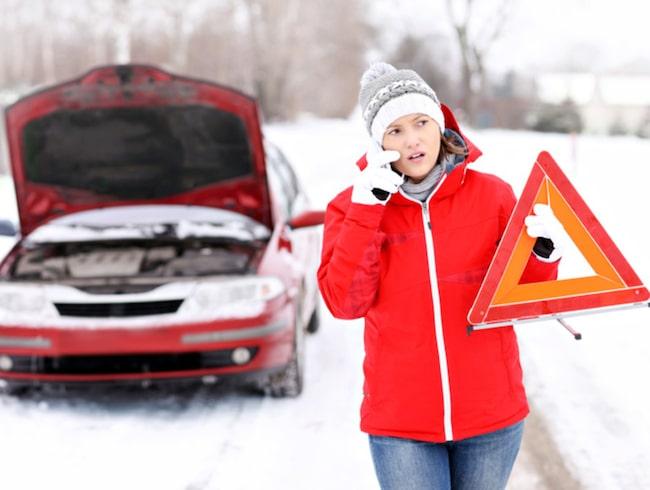 Varningstriangel ska alltid finnas i bilen.