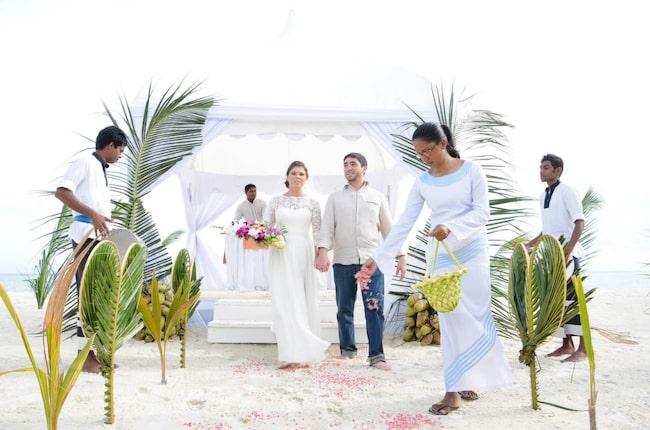 <span>Lyckliga brudparet Elena och Yaroslav Pavalotskiy i en bröllopsceremoni på Kuredo Resort.<br></span>