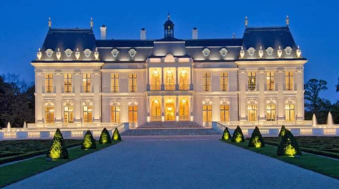 Bröllopet kommer enligt uppgifter att äga rum i Frankrike. Paret har besökt The Chateau, som finns utanför Paris och nu går det rykten om att det är där ceremonin ska hållas.