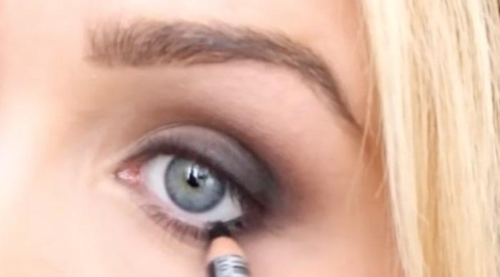 svart i ögonen