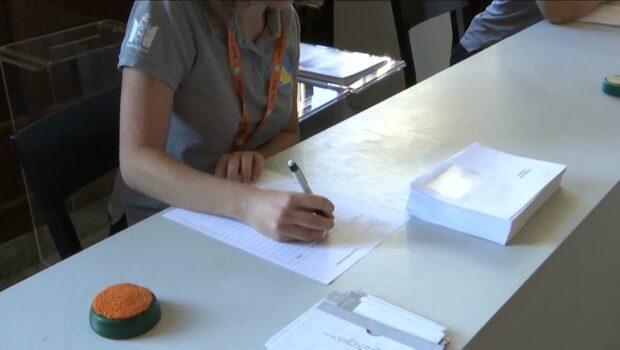 Långa köer till vallokaler – väljare vände i dörren