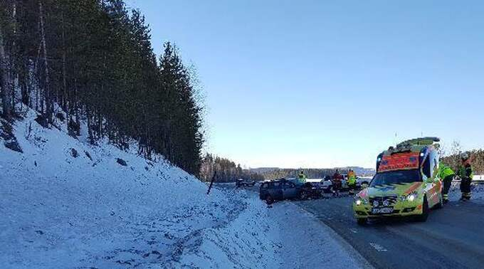 Flera personer är svårt skadade efter olyckan på E12. Foto: Elin Stormare Vk