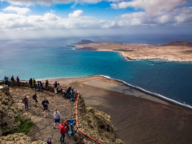 På norra Lanzarote, närmare bestämt vid Miador del Rio, bjuds det på magnifik utsikt.