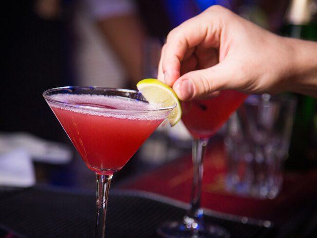 Sugen på en Manhattan utan alkohol? Sveriges barer blir allt bättre på alkoholfria drinkar, tack vare den ökade efterfrågan.