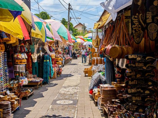 På marknaderna kan priset på samma vara variera rejält.