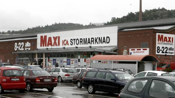 På Ica Maxi på Mölndalsvägen i Göteborg har man sitt eget apotek Cura, så här blir det inga problem att köpa alvedon. Foto: Leif Jacobsson