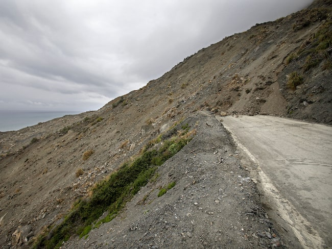 Men efter den regnigaste vintern på decennier har flera lerras blockerat den berömda vägsträckan.