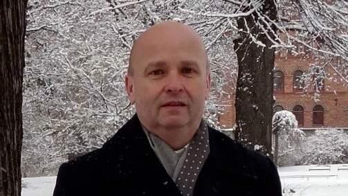 Kamil Svajda tror att tjuvar har varit på besök utanför hans villa tre gånger. Foto: PRIVAT