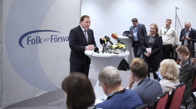 Stefan Löfven kritiseras av SD-ledaren Jimmie Åkesson. Foto: Sven Lindwall