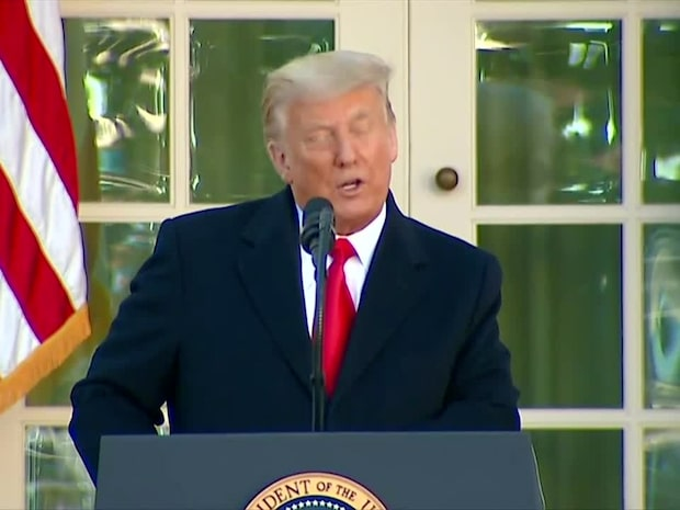 Här tackar Donald Trump Melania och Ivanka