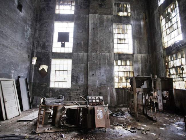 <span>Lynch i Kentucky byggdes upp som en gruv-arbetarstad 1911 och var då det största kollägret i världen. Befolkningen var som högst 10.000 men hade 2010 minskat till 747 stycken. Anläggningen är nu övergiven med endast rostiga maskiner som avslöjar att någonting existerat där tidigare.</span>