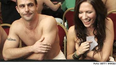 200 nakna eller halvnakna pokerspelare - mitt i London. Det blev verklighet under världens största VM i nakenpoker.