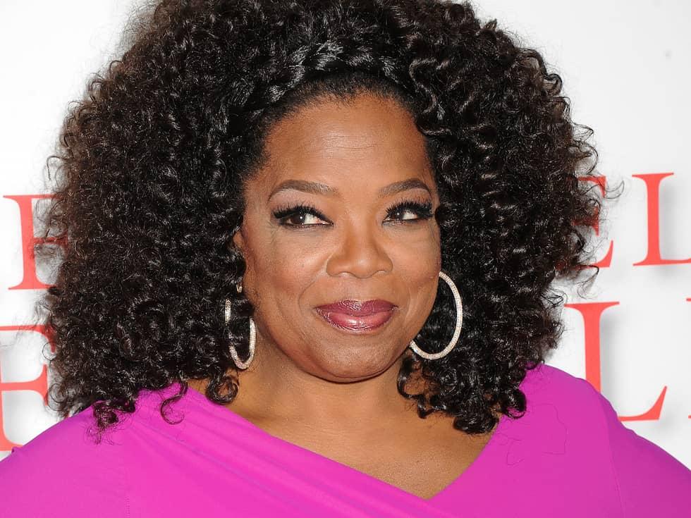 """Det var 1986 som Oprah Winfrey slog igenom på allvar i hemlandet – pratshowen fick fler och fler tittare och hon nominerades till en Oscar för en biroll i filmen """"Purpurfärgen"""". Nu ryktas det att hon siktar mot presidentposten i USA. Foto: SPLASH NEWS / SPLASH NEWS"""