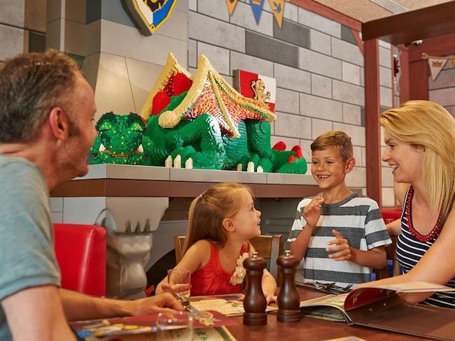 Det är inte känt hur många av Legoparkerna som hänger på, men engelska Legoland Windsor hör till de som gör det.