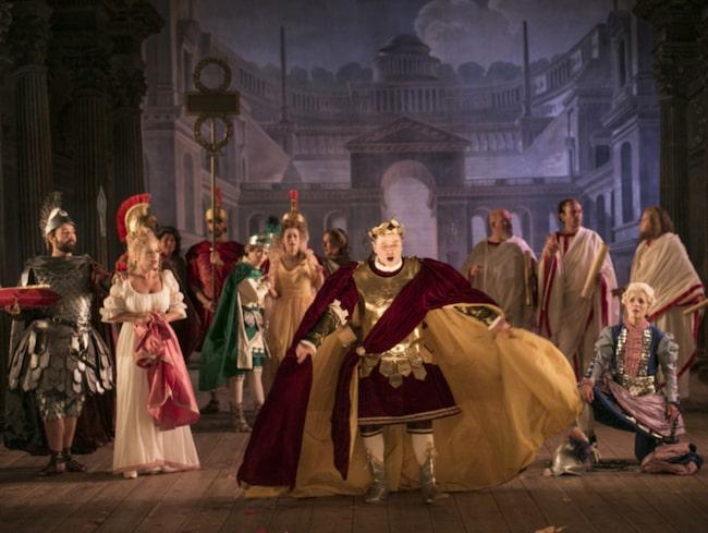 <span>Drottningholms slottsteater bjuder in till ett besök bakom scenen.<br></span>