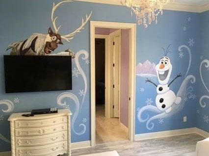 Snögubben Olaf välkomnar alla gäster.