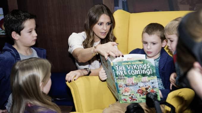 """Prinsessan Madeleine berättade om sina bokplaner i samband med att hon invigde """"Room for Children"""" på Southbank Centre i London. Foto: Olle Sporrong"""